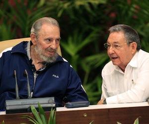 Fidel y Raúl en la Clausura del Congreso del PCC. Foto: Ismael Francisco/ Cubadebate.