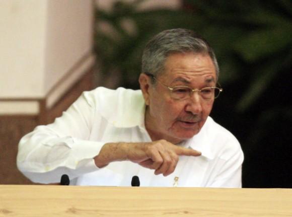 Raúl en la Clausura del VI Congreso del Partido. Foto: Ismael Francisco