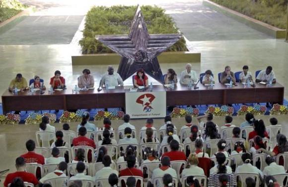 Sesión final del V Congreso Pioneril, con la presencia de Esteban Lazo Hernández, miembro del Buró Político del Comité Central del Partido Comunista de Cuba, en el  Palacio Central de Pioneros Ernesto Che Guevara, en La Habana, Cuba, el 04 de abril de 2011.   AIN FOTO/Oriol de la Cruz ATENCIO