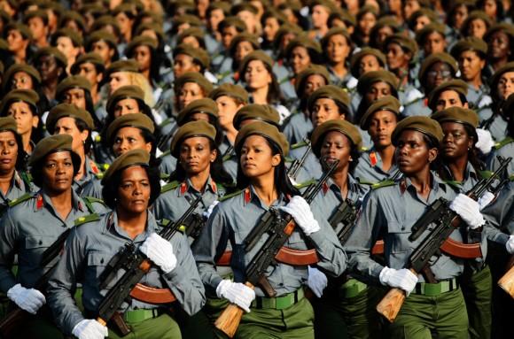 Marcha del 16 de abril en La Habana, Cuba, para celebrar la victoria de Playa Girón. Este  día se inició el Congreso del Partido. (Desmond Boylan/Reuters)