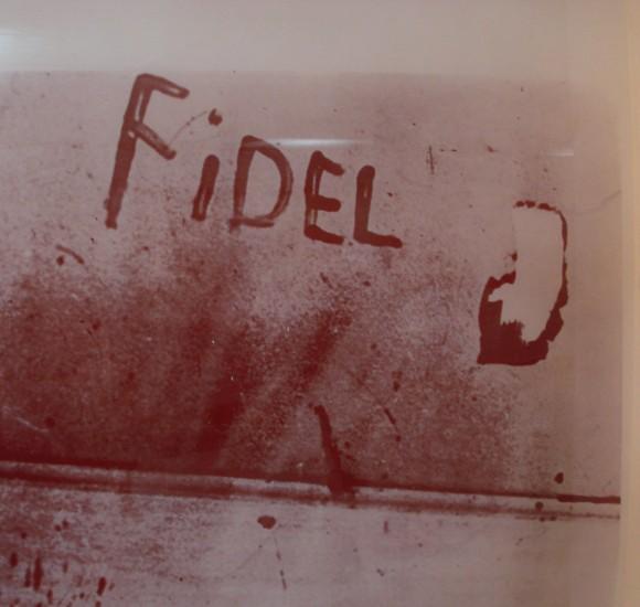 El miliciano Eduardo García Delgado, víctima del criminal bombardeo del 15 de abril de 1961, escribió con su sangre el nombre de Fidel