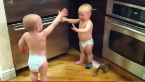 gemelos discutiendo