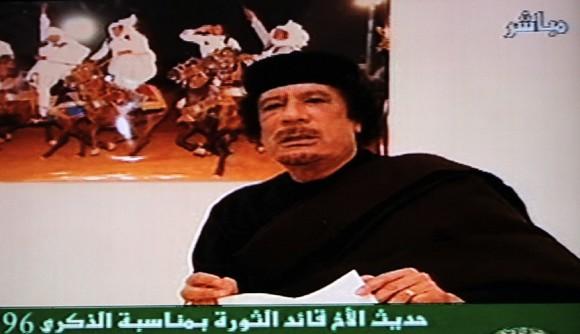 El líder libio Muamar el Gadafi, hoy en la TV local.