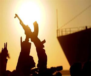 Armas y dinero para los opositores libios, acuerda reunión en Qatar