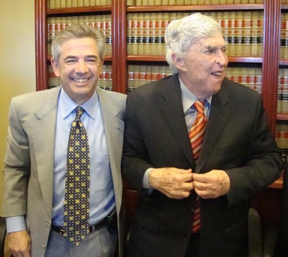 Luis Posada Carriles y su abogado Art Jernandez en El Paso, este viernes. Foto: EFE