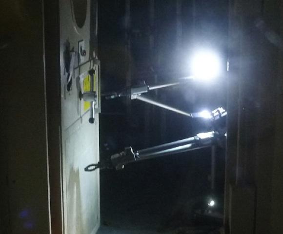 Un robot Packbot trabaja en el interior del edificio del reactor 3 de la central de Fukushima.
