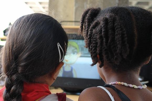 Tecnología informática para los niños en el Pabellón Cuba