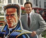 """El ex gobernador de California, Arnold Schwarzenegger posa durante el photocall de la serie de televisión animada """"El Governator"""" durante el año MIPTV, el Mercado Internacional de Programas de Televisión, en Cannes, sureste de Francia, 4 de abril de 2011. (Xinhua / Reuters)"""