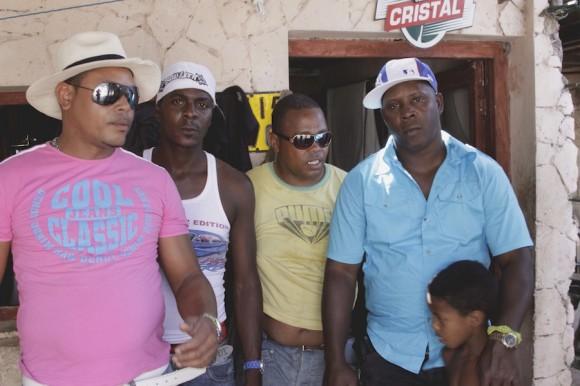 """""""Nos gusta vivir en el barrio y en Cuba"""". Foto: Alejandro Ramírez"""