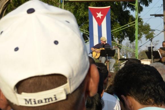 La música acorta la distancia. Foto: Rafael González/Cubadebate.