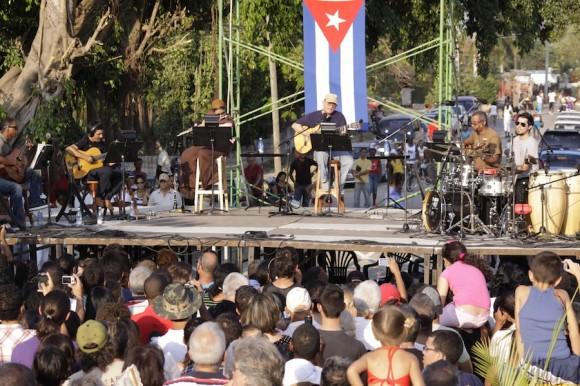 Artistas y su público. Foto: Alejandro Ramírez