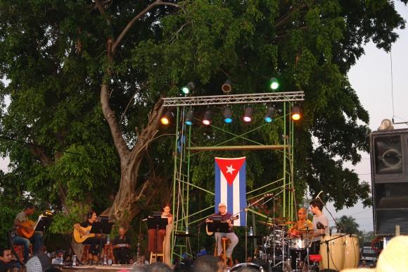 Silvio Rodríguez y sus habituales compañeros de travesía. Foto: Rafael González/Cubadebate.