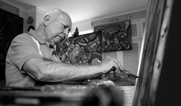 El maestro en el acto de creación. Foto: Roberto Chile