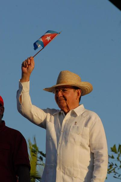 Raúl Castro Ruz, Primer Secretario del Comité Central del Partido Comunista de Cuba, preside el desfile por el 1 de mayo, en Santiago de Cua, el 1 de mayo de 2011. AIN FOTO/Miguel RUBIERA