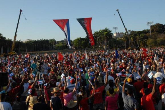 Desfile por el 1 de mayo, en Santiago de Cua, el 1 de mayo de 2011. AIN FOTO/Miguel RUBIERA