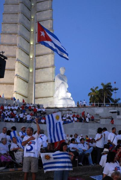 Momentos antes de comenzar el desfile por el Primero de Mayo, Día Internacional de los Trabajadores, en la Plaza de la Revolución José Martí, en La Habana Cuba, el 1ro. de mayo de 2011. AIN FOTO/Marcelino VÁZQUEZ HERNÁNDEZ/sdl