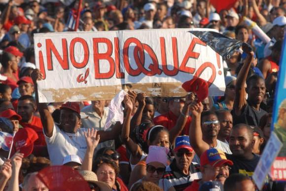 Trabajadores capitalinos participan en el desfile por el Primero de Mayo, Día Internacional de los Trabajadores, en la Plaza de la Revolución José Martí, en La Habana Cuba, el 1ro. de mayo de 2011.  AIN FOTO/Marcelino VÁZQUEZ HERNÁNDEZ/