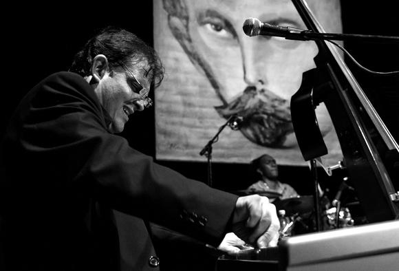 Alexis Bosch en concierto. Foto: Roberto Chile