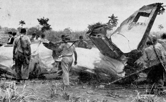 Uno de los aviones mercenarios derribados por la fuerza Aérea  Revolucionaria