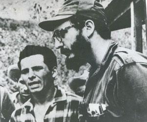 Carlos Bastidas junto a Fidel Castro en la Sierra Maestra