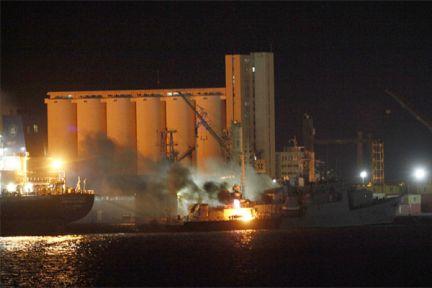 Bombardeo al puerto de Trípoli. Foto: El País