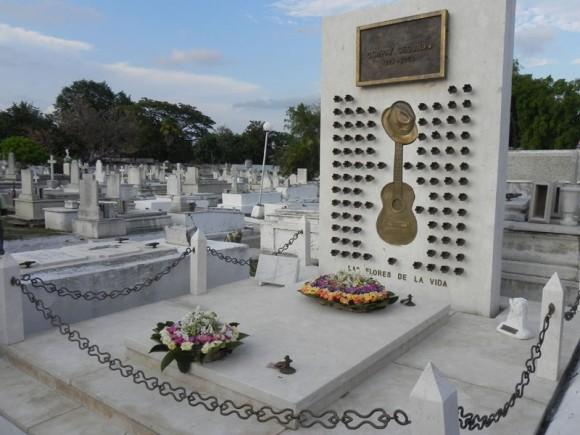 No menos emocionante resultó llegar a la tumba de Compay Sengundo