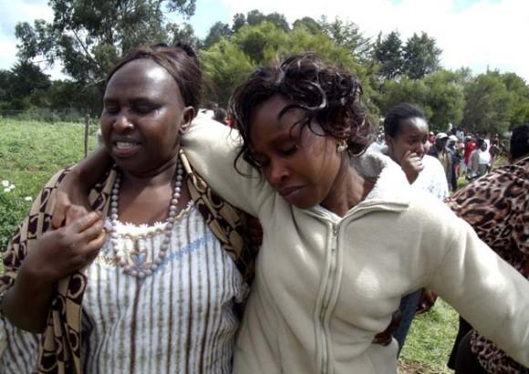 Murió el actual campeón olímpico de maratón al caer del segundo piso de su casa. En la foto, la esposa de Samule, Triz Njeri (a la derecha). Foto: Reuters