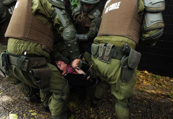Policía reprime marcha estudiantil en Chile. Foto: EFE