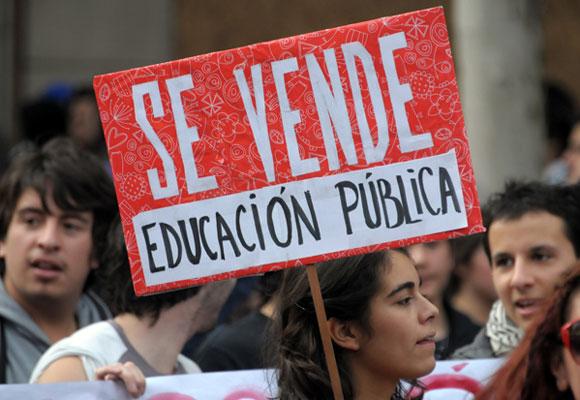 Marcha estudiantil en Chile exige mejoras en la Educación Pública. Foto: EFE
