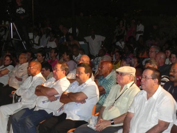 Importantes personalidades del gobierno, el partido y la cultura asistieron a la Gala de Premiaciones en el parque Céspedes.