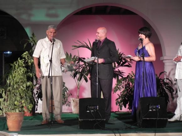 Enrique Bonne recibió el Premio de Honor de Cubadisco 2011