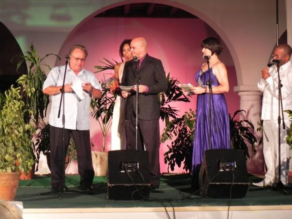 Frank Fernández, presentó varios premios en la Gala