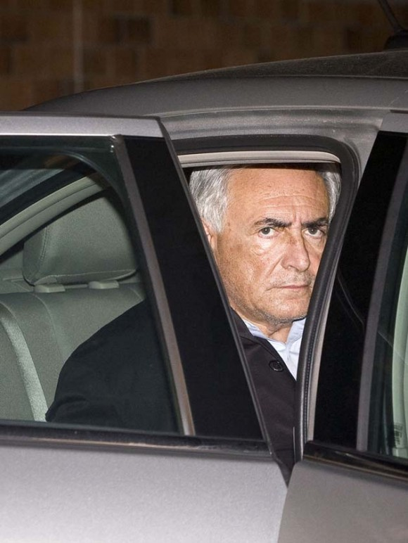 El director del FMI, Dominique Strauss-Kahn, a la salida del Departamento de Policía de Nueva York. Foto: Reuters