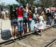 El alden como tarima, la línea como platea. Foto: Ismael Francisco/Cubadebate