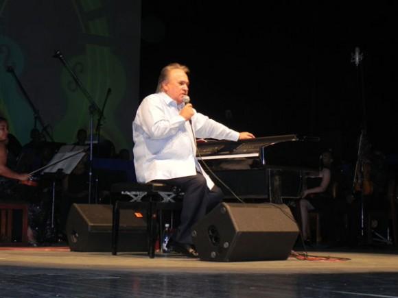 Frank Fernández dialogó con el público, agradeciendo a Santiago todo su amor.Foto Marianela Dufflar
