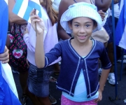 Niños en el desfile por el 1ro de mayo del 2011 en la Plaza de la Revolución de La Habana, Cuba_01