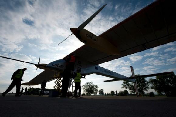 Avión solar ya vuela. Foto: EFE/LAURENT GILLIERON