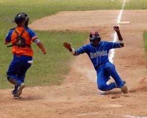 La Habana y Sancti Spíritus son dos de los candidatos a la corona del béisbol juvenil 2011 FOTO/Oscar ALFONSO SOSA