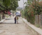 Las calles en mal estado y el deficiente suministro de agua: dos problemas significativos en la comunidad.
