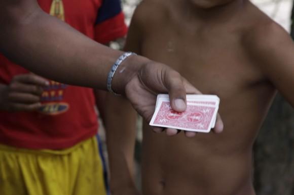 Aprendió sus trucos de un vecino de su natal Habana Vieja. Foto: Alejandro Ramírez