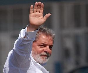 Lula fue diagnosticado con cáncer en la laringe
