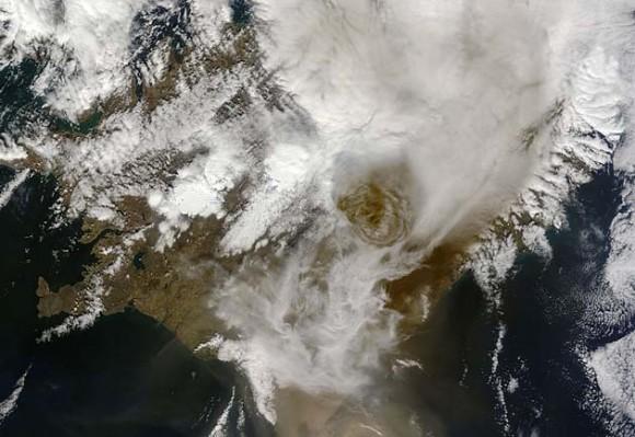 Vista satelital de la erupción del volcán Grimsvotn. / AFP PHOTO/ AFP PHOTO / NASA MODIS