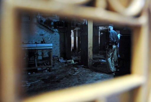Dos ataques separados en el noroeste de Pakistán destruyeron el sábado 12 camiones de la OTAN con pertrechos que se dirigían hacia Afganistán y causaron un incendio en el que murieron 15 civiles que recogían combustible que se filtraba de un camión cisterna.