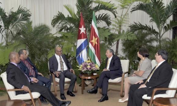 Raúl Castro Ruz recibió al excelentísimo señor Desiré Delano Bouterse, Presidente de la República de Suriname. Foto: Geovani Fernández