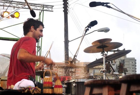 Oliver Valdés hace redoblar la lluvia. Foto: Kaloian.
