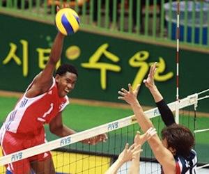 Selecciones de voleibol masculino y femenino avanzan en sus respectivos torneos