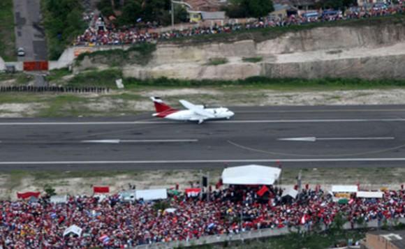 El avión aterriza en Tegucigalpa. Foto: Noticias 365