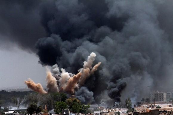 Bombardeo sobre Trípoli hoy. Foto: The New York Times