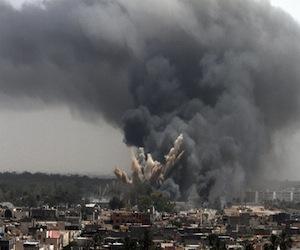 columnas_humo_elevan_barrio_tripoli_ataque_aereo_otan1