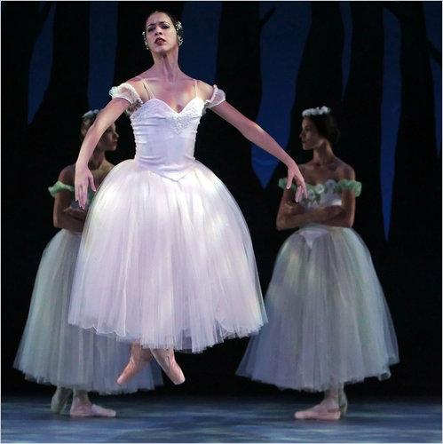 """Ballet Nacional de Cuba, con Anette Delgado en """"Giselle"""", realizando en el Brooklyn Academy of Music el miércoles en la Cuba ¡Si! Festival."""